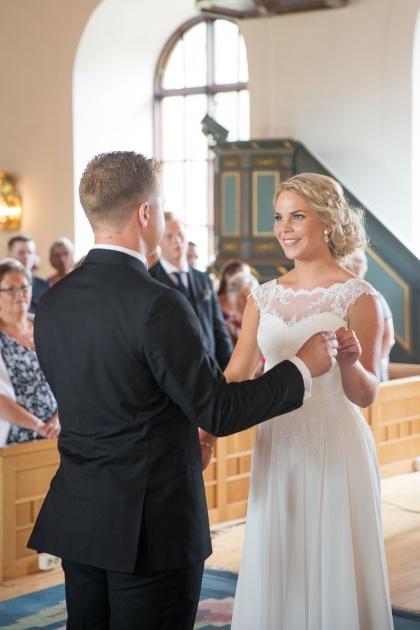 Bröllopsfotograf förevigar ditt bröllop med vackra bröllopsbilder i ränneslöv