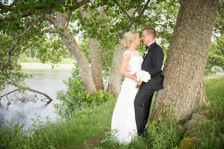 Bröllopsfotografering vid oxhultasjön, Hushult - Bröllopsfotograf Emy