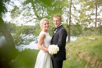 Vackra bröllopsbilder vid oxhultasjön - bröllopsfotograf Emy fotograferar ditt bröllop