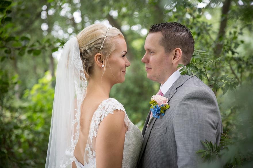 Bröllopsfotograf i Örekeljulnga - Fotograf emy fotograferar ditt bröllop i markaryd