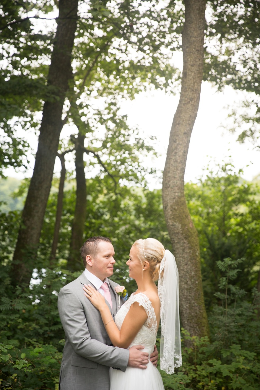 Fotograf emy fotograferar gärna ditt bröllop när du gifter dig i örkeljunga