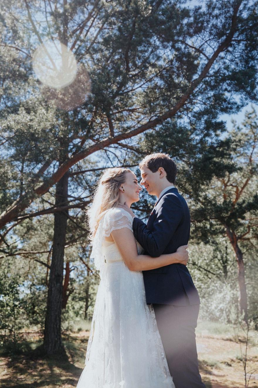 Fotograf emy fotograferar bröllop och jobbar som bröllopsfotograf