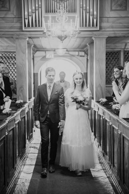 Vigsel i halmstads kyrka, bröllopsfotograf fotograf emy fotograferar din vigsel i halmstad