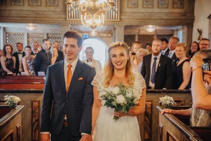 Bröllopsfotograf som fotograferar din vigsel i halmstads kyrka