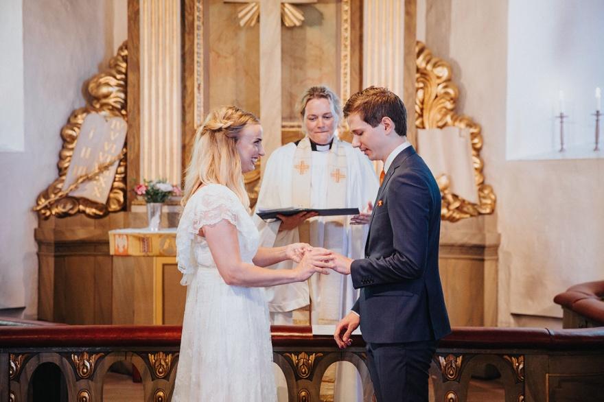 Bröllopsfotografering som sek i halmstad med bröllopsfotografen fotograf emy