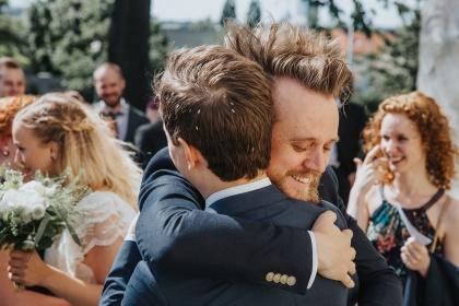 fotograf emy hjälper dig med bröllopsbilder i halmstad