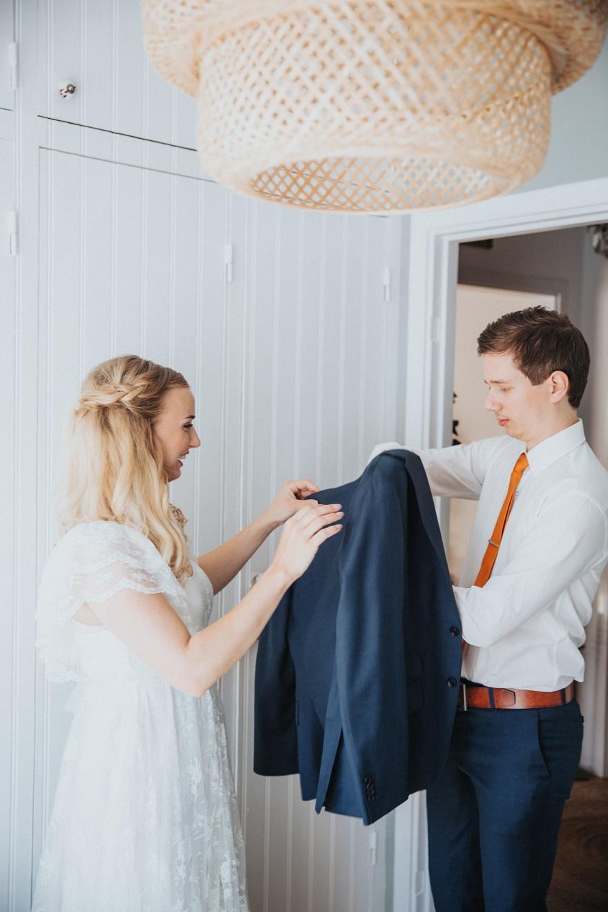 Bröllopsförberedelser fotograferas av bröllopsfotografen fotograf emy i halmstad