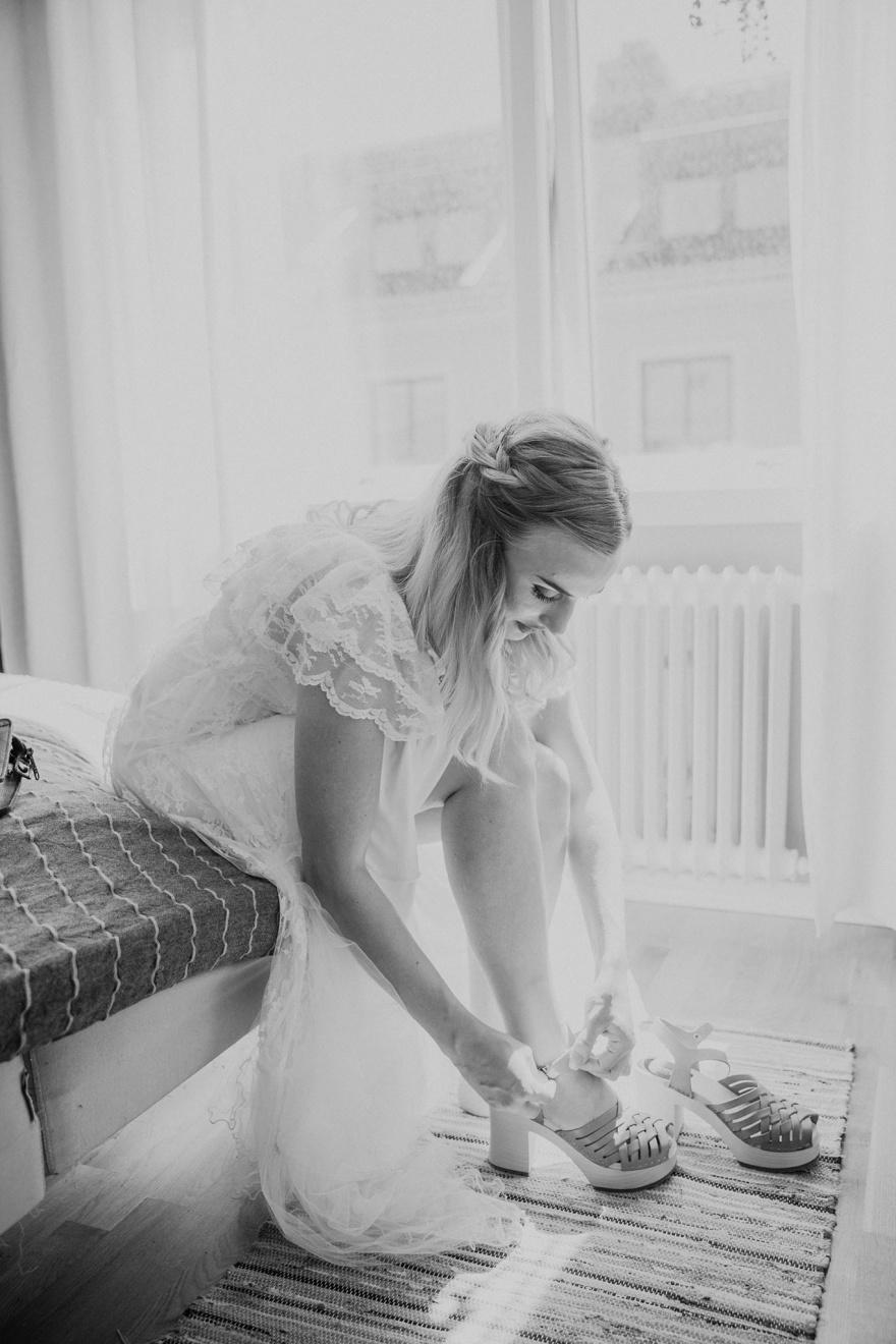 Föreredelserna på ditt bröllop fotograferas utav bröllopsfotografen emy