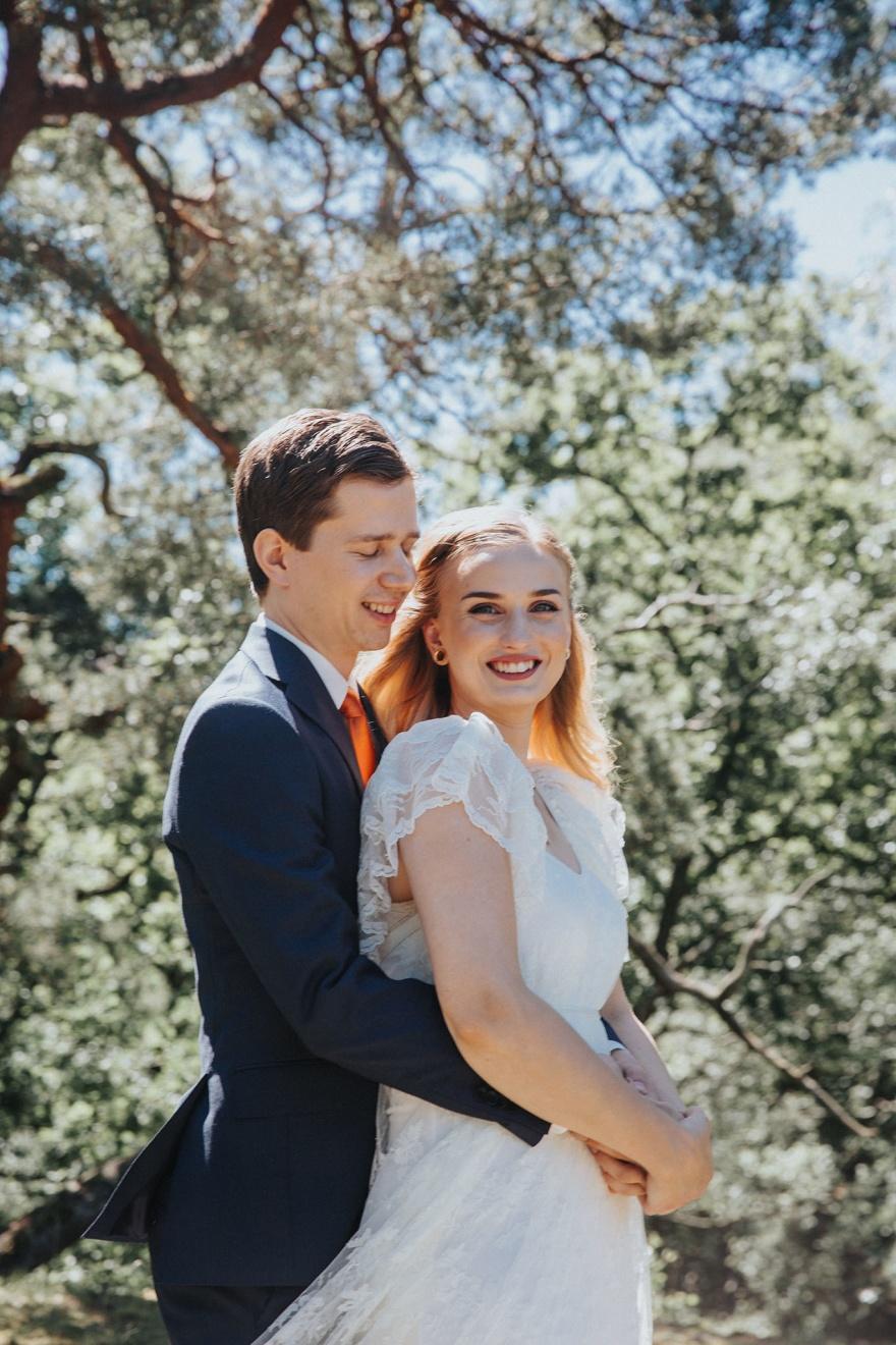Bröllopsfotografen emy fotograferar bröllop i halmstad och fotoar gärna ditt halmstad bröllop