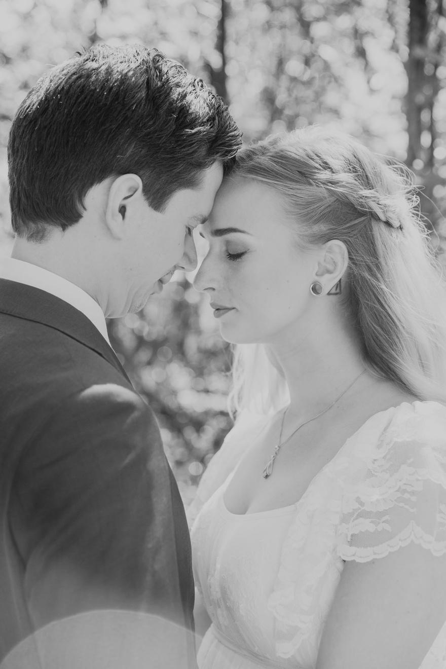 Få ditt bröllop fotograferat av bröllopsfotografen fotograf emy ifrån halmstad