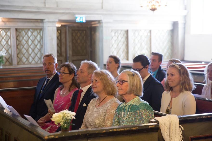 Fotografera dina bröllopsgäster på ditt bröllo- bröllopsfotograf emy