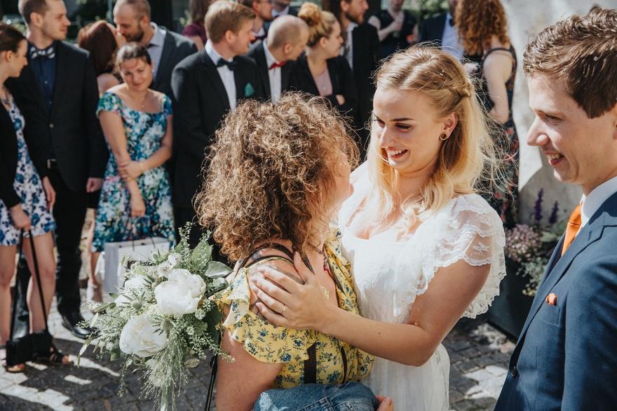 få ditt bröllop fotograferat i halmstad utav bröllopsfotografen fotograf emy