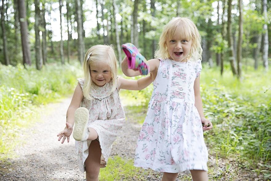 Fotografera dina barn med familjefotografen fotograf emy Markaryd