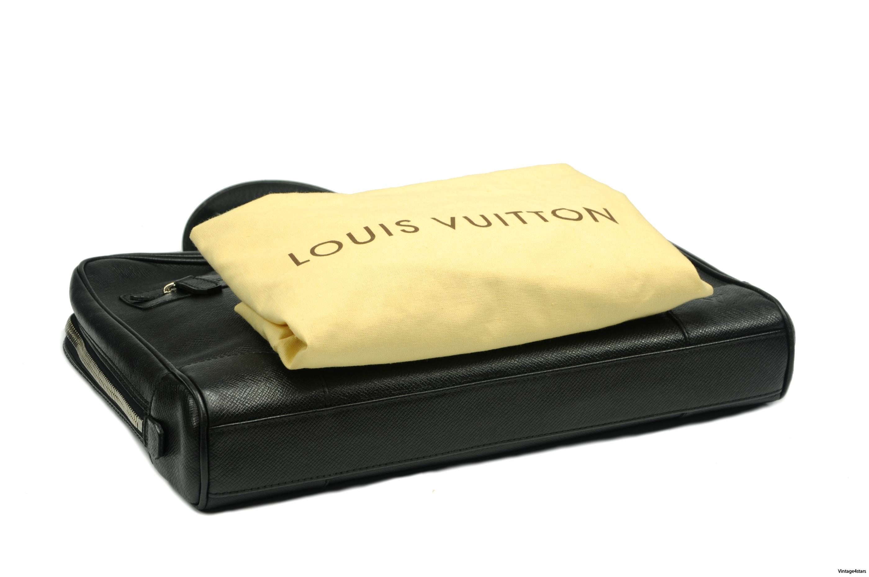 Louis Vuitton Igor Taiga 01