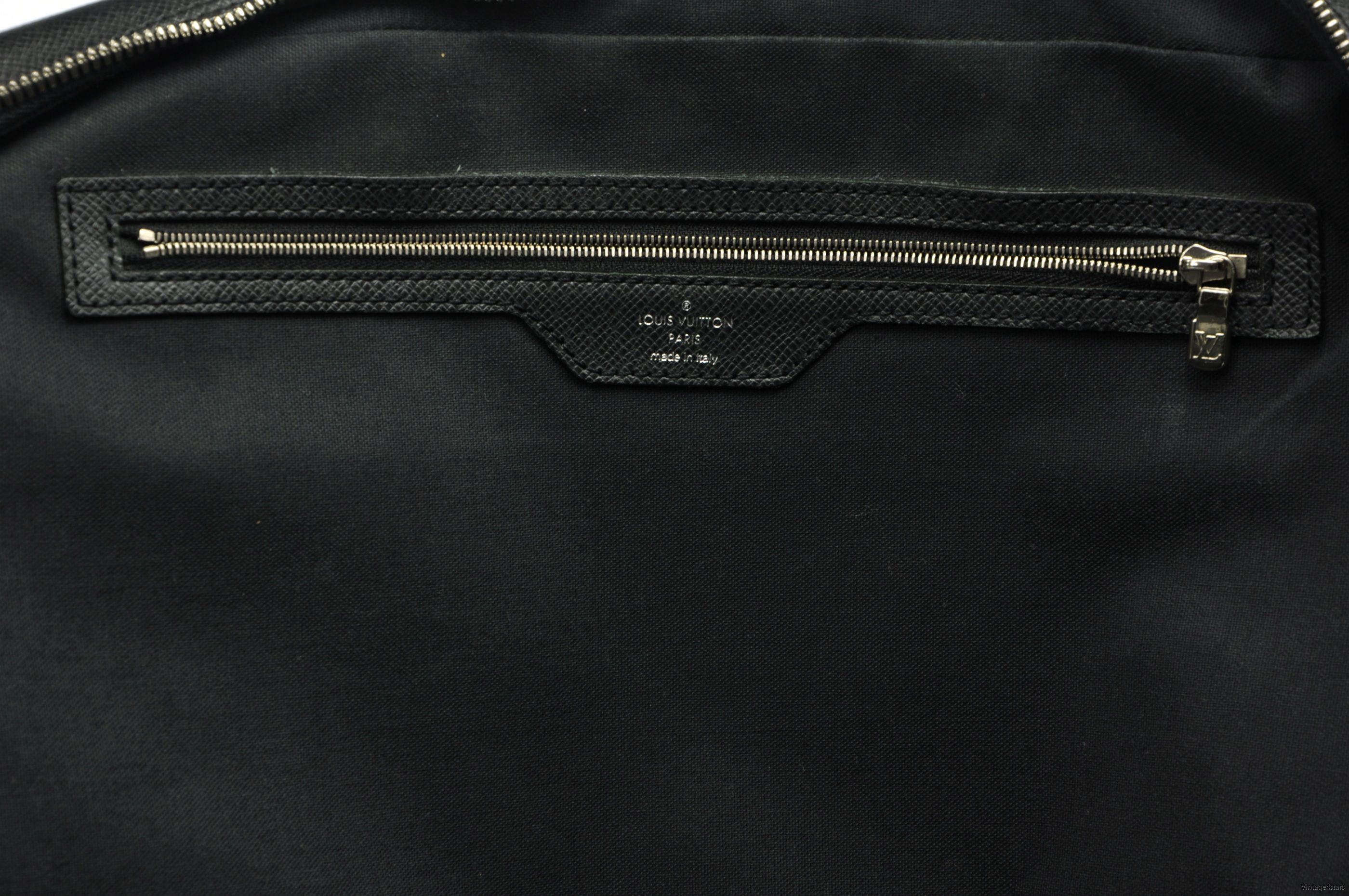 Louis Vuitton Igor Taiga 15