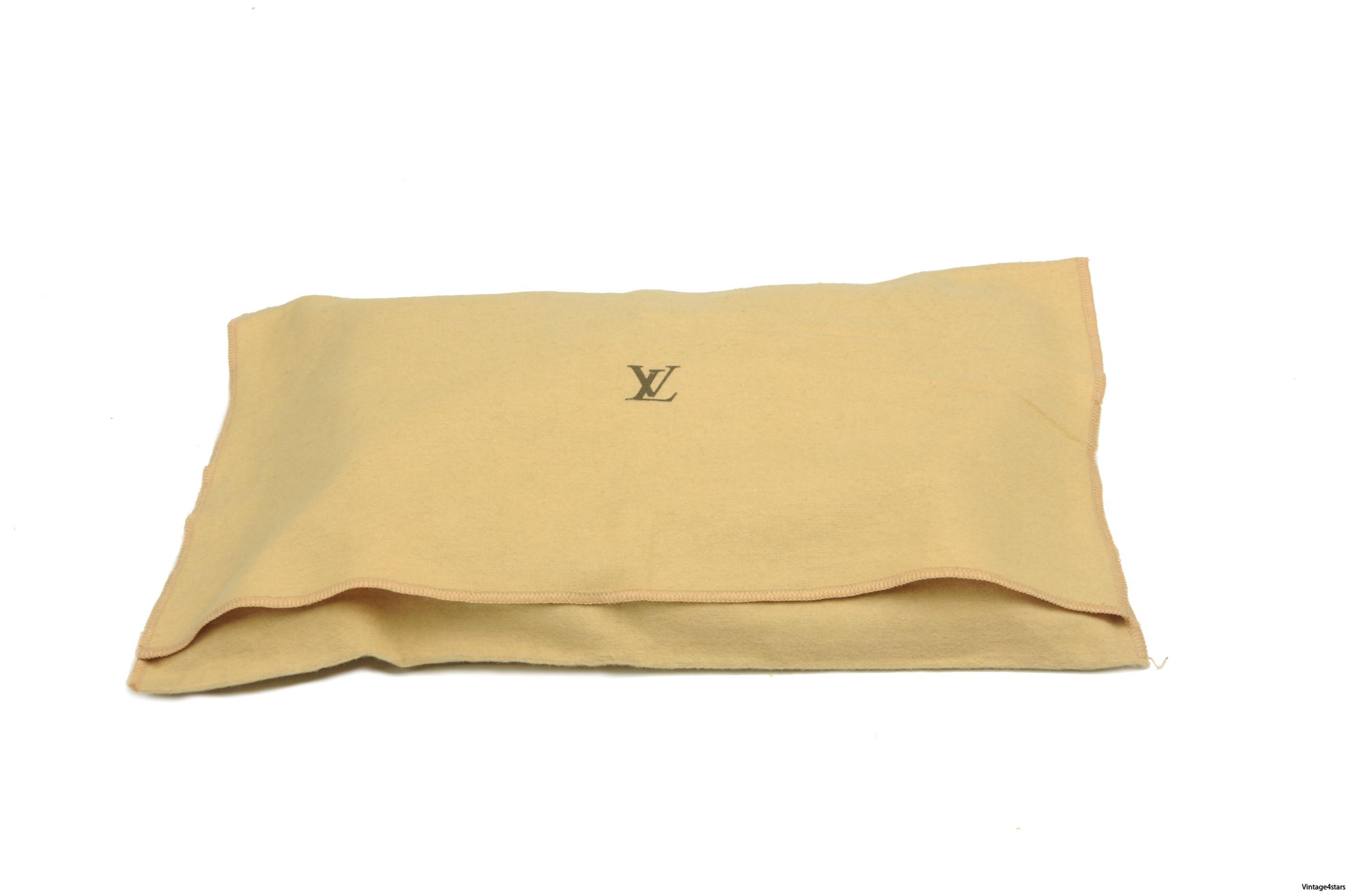 Louis Vuitton Trousse Toilette 23 51
