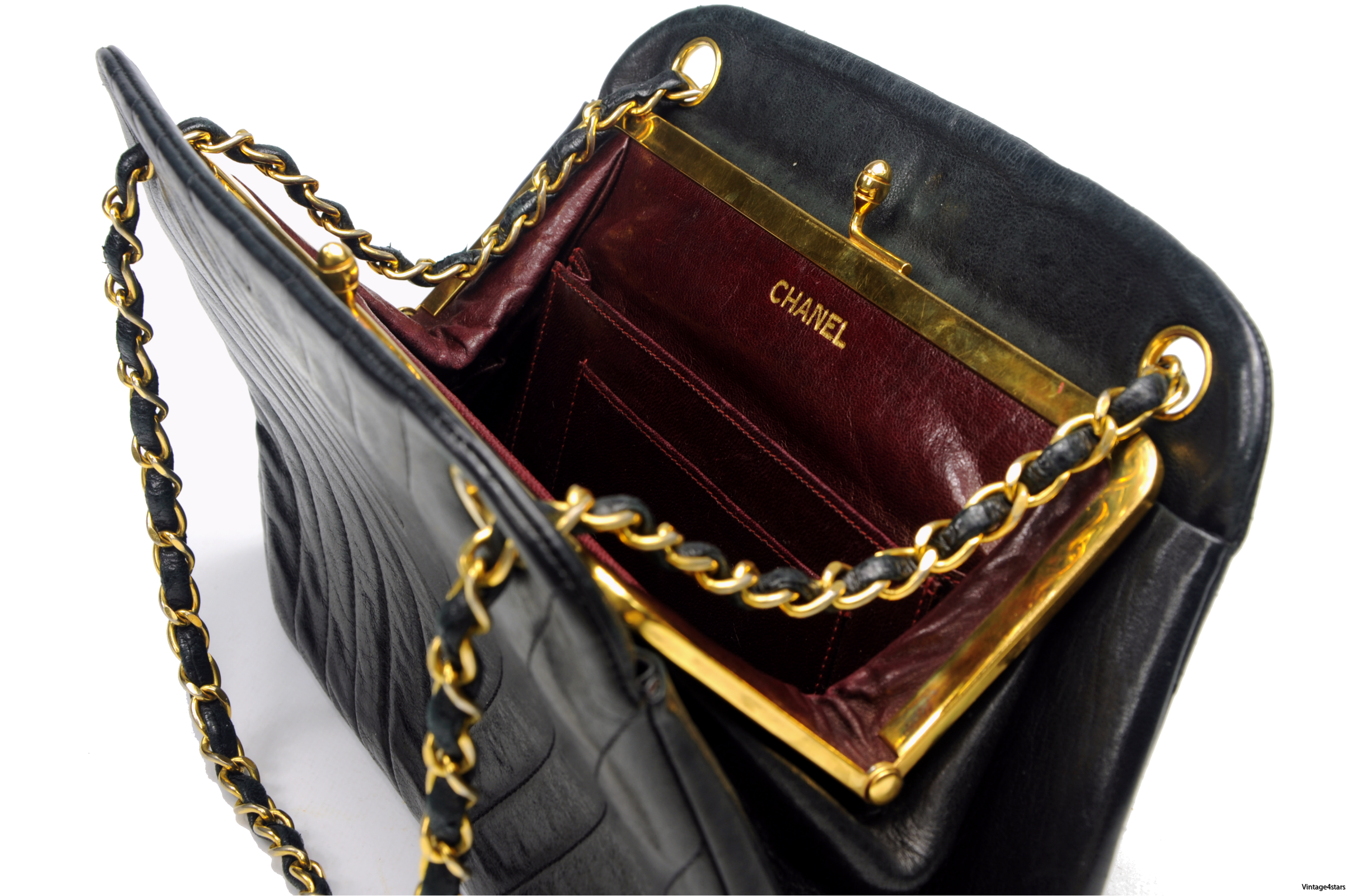 CHANEL Lambskin Kisslock 109