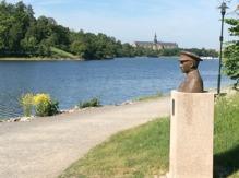 Folke Bernadottes väg längs med Djurgårdsbrunnsviken och med Nordiska museet i bakgrunden. Foto Mats Wallenius