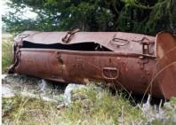 """Runt om i områdena kring Vassfaret och på andra ställen i Norge, kan man än idag finna rostiga """"containers"""" i skogen."""