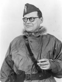 """Harry Söderman iklädd norsk militärmössa och annorak. Bilden är från Erik Södermans bok """"Revolver-Harry""""."""