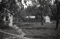 Bilder på baracker vid Mauritzbergs slott sommaren 1944. Bild Erlend Grøstad.