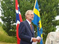 Ambassadör Axel Wernhoff vid Sveriges ambassad i Oslo höll ett tal med anledning av stenens överlämnande.