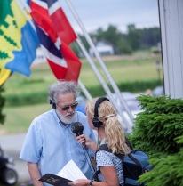 Författaren Anders Johansson blir intervjuad av Titti Elm från Sveriges Radio.