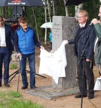Till vänster krigsveteran Ulf Konrad Dahl och Sveriges försvarsminister Peter Hultqvist.