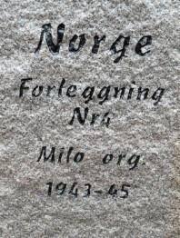 Inskriptionen på minnesstenen.