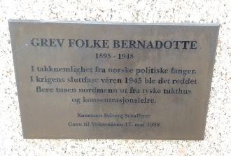 Plakett vid Folke Bernadottes byst.