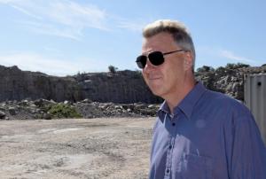 Johnny Oresten på företaget Smögenlax ifrågasätter länsstyrelsens resonemang. Bild: Ingvar Spetsmark