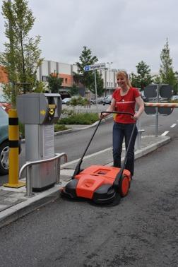 Sopmaskin Haga 677 fungerar bra på parkeringar och bensinstationer