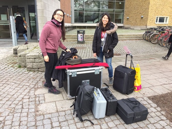 Stephania (left) and Ximena (right) with all the equipment, ready to go to the field. Photo by Miguel Castro.