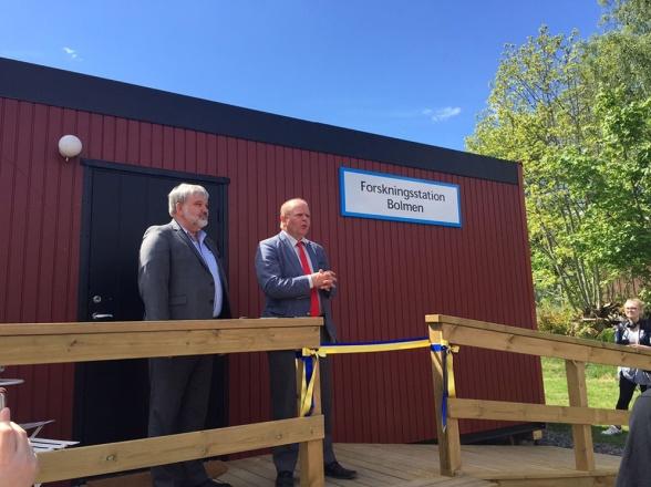 Bild från invigningen av forskningsstationen med Håkan Fäldt styrelseodförande för Sydvatten och Eskil Erlandsson riksdagsledamot för C.