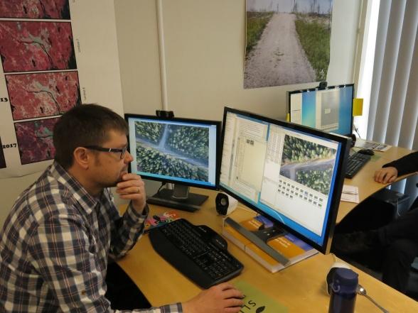 Efterbearbetning av bilder tagna med kamera på drönare i programmet Agisoft Photoscan.