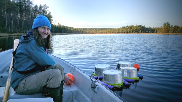 Blaize Denfeld sampling CO2 and CH4 emissions using floating chambers on Stortjärn in Svartberget. Photo credit Anna Lupon.