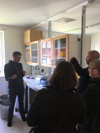 Members of SITES`Steering group get introduced to the work at Grimsös` DNA laboratory. Photo; Gunnar Jansson.