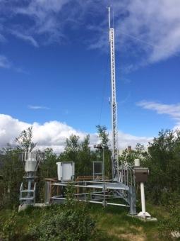Ny SMHI synoptisk väderstation vid Abisko naturvetenskapliga station. Fotograf: Annika Kristoffersson.