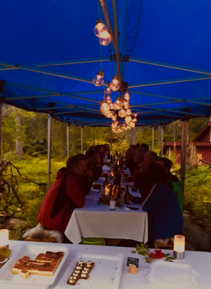 Exkursion på Svartberget med middag vid Stortjärn. Foto: Charlotta Erefur.