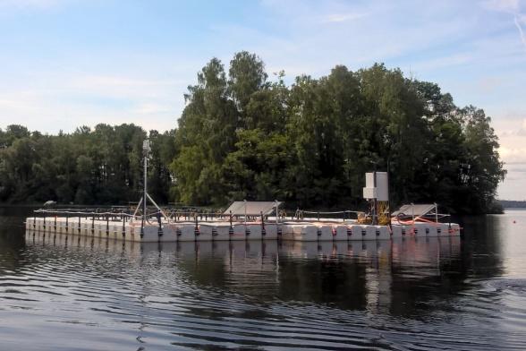 Flyttande plattform på sjön Bolmen, som används för mätningar inom SITES AquaNet.