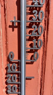 Thermometer located on a building at Tarfala Research Station shows 30 deg C on July 3 at 2pm. Photo: Nina Kirchner