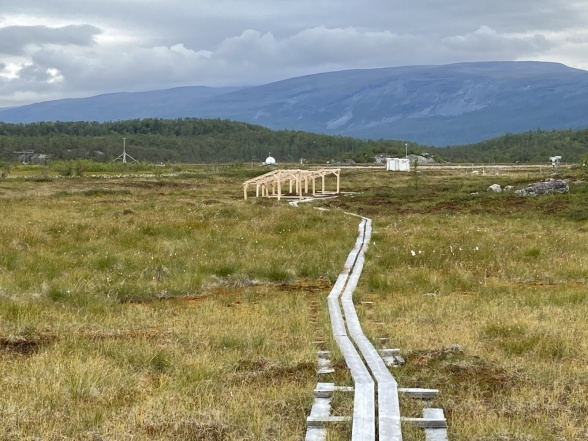 Stordalen and, in the centre of the photo, the installation for the drought experiment. Photo: Magnus Augner.