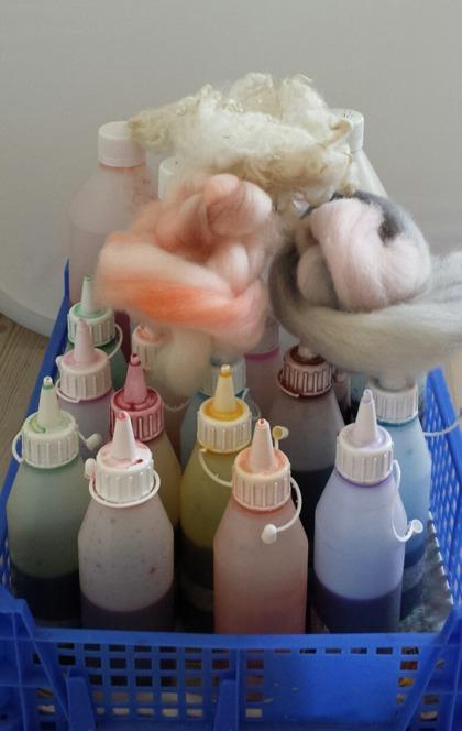 Bilder från en helt vanlig dag på jobbet med färgning och ull