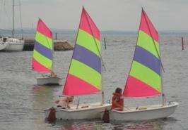 Olle länsar och Linnea & Ellen kryssar för styrbords halsar