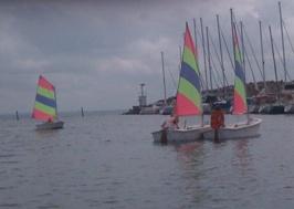 Linnea & Ellen seglar i formation