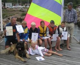 Alla glada diplomtagare 13 juli med examinator sjökapten Klas Magnusson