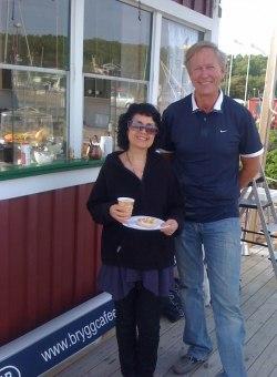 Shahla Mir Jahangin välkomnas till nya kiosken av Anders Widén