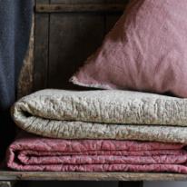 Quiltad filt - Små rosor i rosa