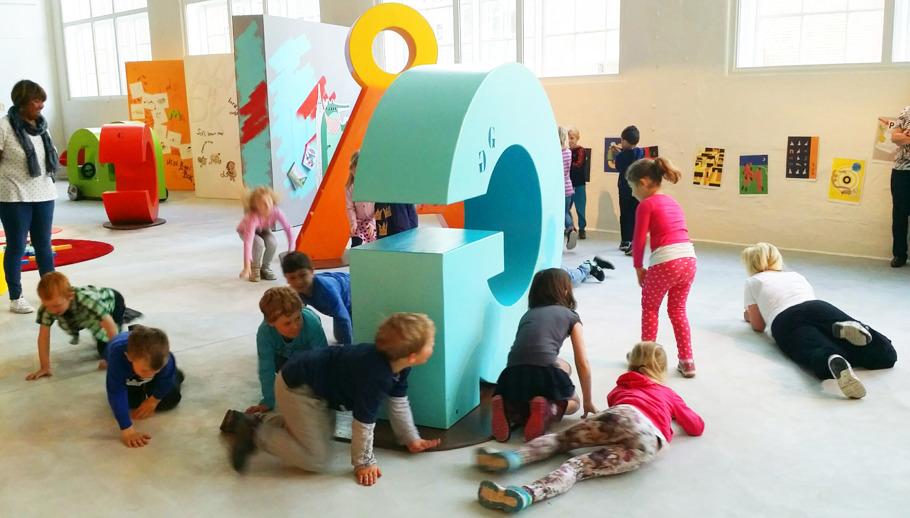 ABC-bokstavslek på Västmanlands läns museum. 2015.