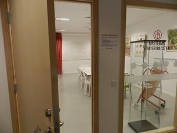 Läseklubben träffas regelbundet på Skiljebo bibliotek i Västerås. Foto: Tinalina Karlsson Glöde